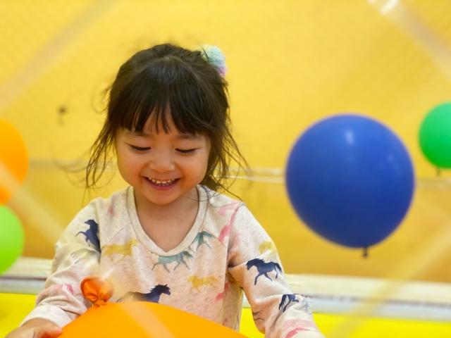 0歳児の遊び:風船遊び