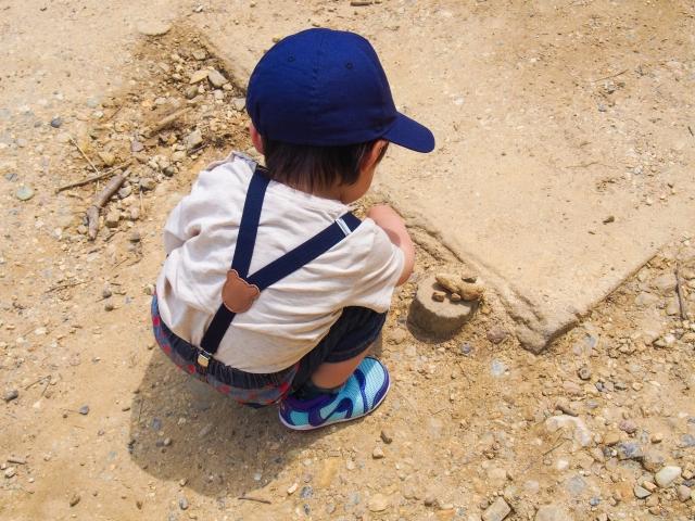1歳児オススメの遊びなら砂遊びが良い