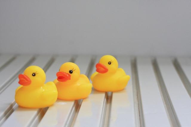 0歳児の遊び:お風呂場でプール